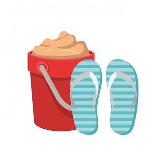 Wiadro piasku z pantoflem na białym tle