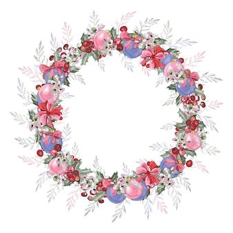 Wianek bożonarodzeniowy z jagód ostrokrzewu, kwiatów, kokardek, kulek i liści.