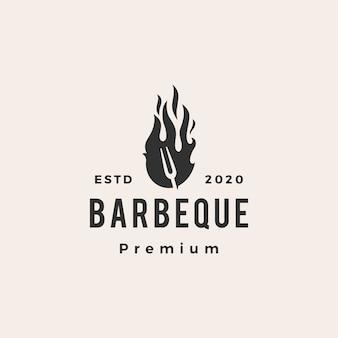 Widelec do grilla ogień hipster logo vintage