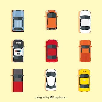 Widok z góry na dziewięć różnych samochodów