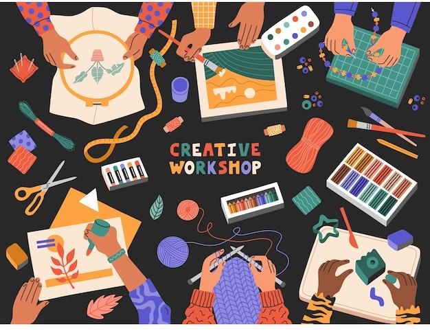 Widok z góry na warsztaty kreatywne dla dzieci, dzieci rysujące i robiące na drutach biżuterię z koralików