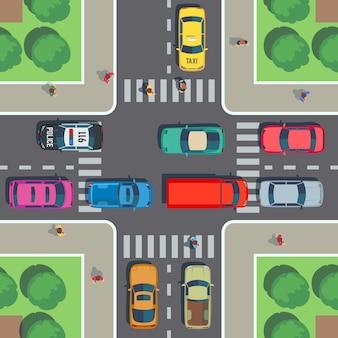 Widok z góry skrzyżowania. skrzyżowanie dróg z przejściem dla pieszych, samochodami i ludźmi na chodniku. ilustracji wektorowych
