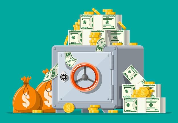 Widok z przodu sejfu. zamknięty srebrny metalik sejf z pieniędzmi. złote monety, stosy gotówki dolarowej, torby z pieniędzmi. zabezpieczenie skarbca bankowego, przechowalnia depozytów, sejf na pieniądze.