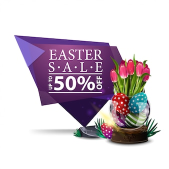 Wielkanocna sprzedaż, purpurowy sztandar z wazą z wielkanocnymi jajkami i tulipanami