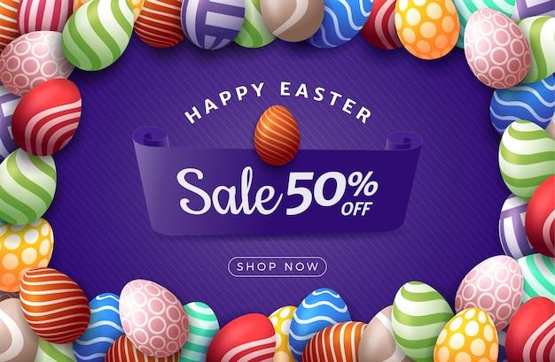 Wielkanocny jajko poziomy baner. kartka wielkanocna z ramą kolorowe jajka, kolor ozdobne jajka na fioletowym paski nowoczesne tło. ilustracja. miejsce na twój tekst.