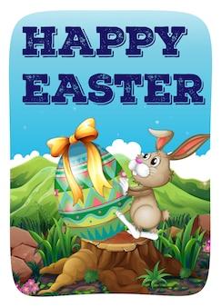 Wielkanocny królik z dekorującym jajkiem