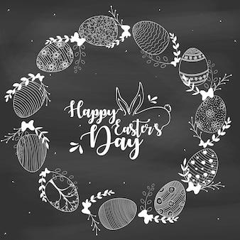Wielkanocny wianek z easter jajkami wręcza patroszonego na kredowej desce