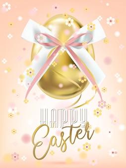 Wielkanocny złoty jajko z różowym jedwabniczym łękiem i kwiecistym confetti