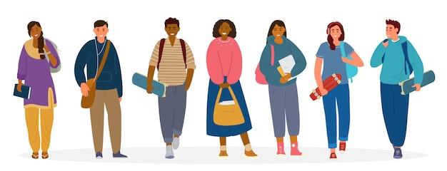 Wieloetniczna grupa studentów, nastolatków z książkami, plecakami, deskorolkami.