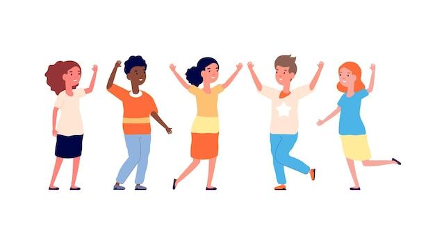 Wielokulturowe dzieci. radość dzieci, szczęśliwi chłopcy i dziewczęta. międzynarodowi przyjaciele śmieją się i uśmiechają