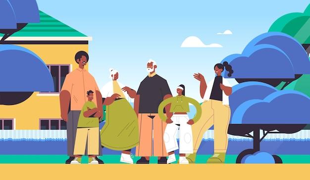 Wielopokoleniowa afroamerykańska rodzina szczęśliwi dziadkowie rodzice i dzieci stojące razem krajobraz tło poziome