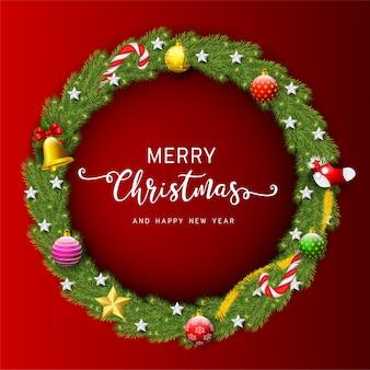 Wieniec świąteczny. piękny wiecznie zielony wieniec z gałęzi choinek z girlandą