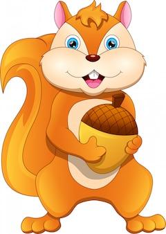 Wiewiórka trzyma nakrętkę