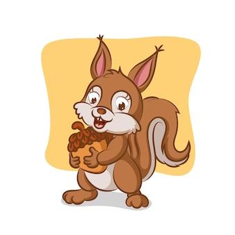 Wiewiórka trzyma orzech do jedzenia w dzień