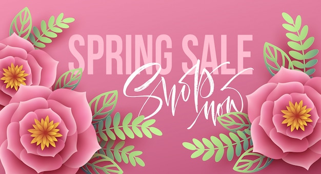 Wiosenna wyprzedaż transparent z papierowymi kwiatami i napisem kaligrafii.