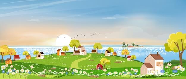 Wiosenny krajobraz w miejscowości nad jeziorem z łąką na wzgórzach z błękitnym niebem