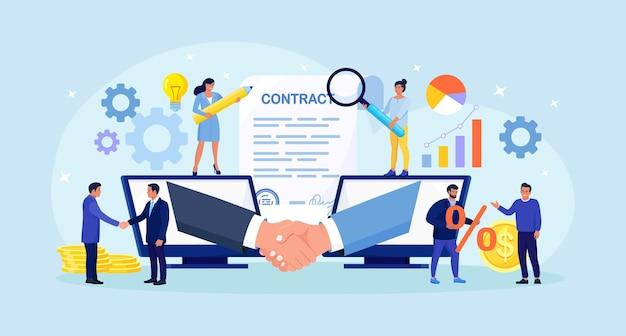 Wirtualna umowa z umową na odległość. biznesmeni rozmawiają przez komputer i podają sobie ręce. komunikacja online i spotkanie biznesowe, rozmowa wideo. zdalne zawarcie transakcji, podpisanie umowy
