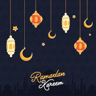 Wiszące kolorowe lampiony i półksiężyc, sylwetka meczetu tło dla koncepcji ramadan kareem.