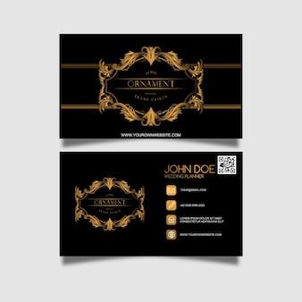 Wizytówka ze złotym ornamentem i czarnym paterrnem