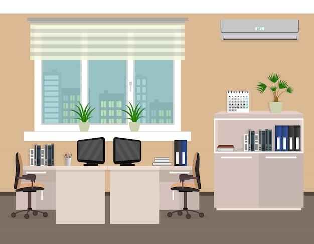 Wnętrze pokoju biurowego, w tym dwa miejsca pracy z panoramą miasta za oknem.