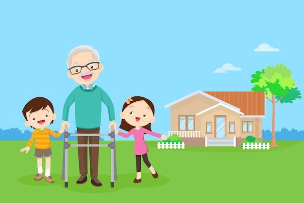 Wnuk pomaga dziadkowi iść do chodzika chłopiec i dziewczynka pomagają dziadkowi iść do chodzika