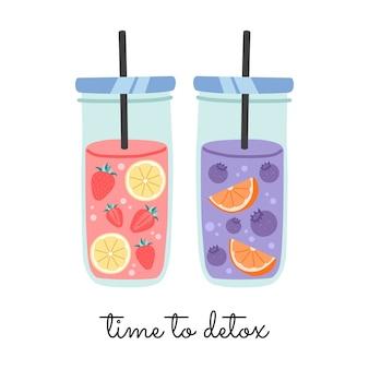 Woda owocowa w szklanym słoiku ze słomką