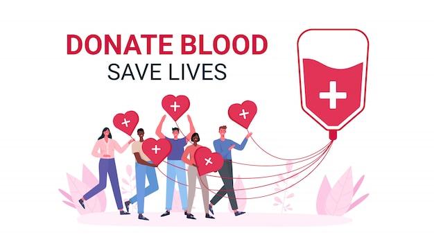 Wolontariusze oddają krew i oddają krew. organizacja charytatywna dawców krwi.
