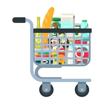 Wózek supermarketu pełen artykułów spożywczych na białym tle.