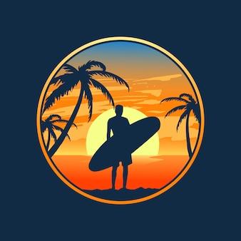 Wschód słońca i surfowanie