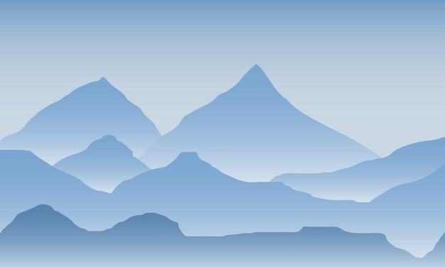 Wschód słońca w górach. kolor górski krajobraz.