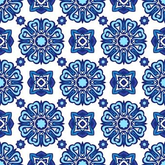 Wspaniały wzór z niebieskich i białych poetuguese ozdoby kwiatowe.