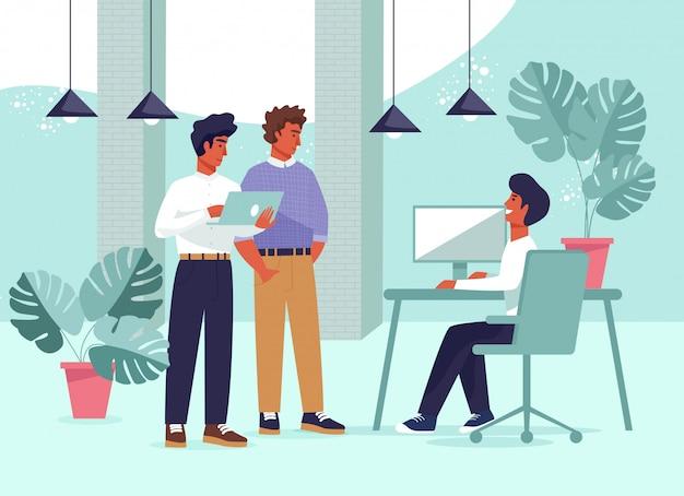 Współpracownicy biurowi dzielą się pomysłami na temat omawiania projektu