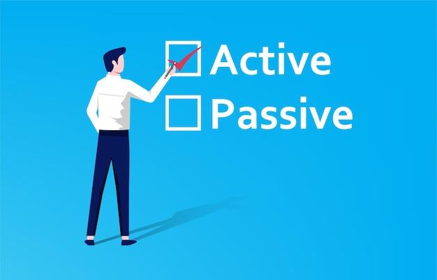 """Wybór aktywny lub pasywny. biznesmen wypełnia znacznik wyboru na """"aktywnym"""" tekście zamiast na """"pasywnej"""" koncepcji."""
