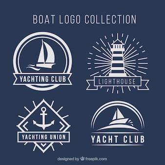 Wybór czterech logo łodzi w płaskim stylu