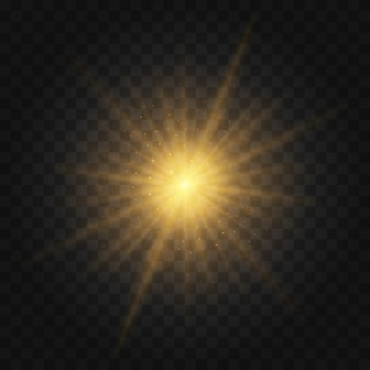Wybuch gwiazdy z iskierkami. zestaw żółtego świecącego światła wybucha na przezroczystym tle lśniące magiczne cząsteczki pyłu. złoty brokat bright star. przezroczyste świecące słońce, jasny błysk