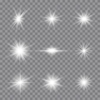 Wybucha białe świecące światło. lśniące magiczne cząsteczki pyłu. jasna gwiazda. przezroczyste świecące słońce, jasny błysk