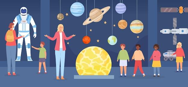 Wycieczka do planetarium. postacie dla dorosłych i dzieci w galerii astronomii. wycieczka szkolna do muzeum kosmosu. koncepcja wektor wystawa płaski kosmos. ilustracja astronomii planetarium, planety i układu słonecznego