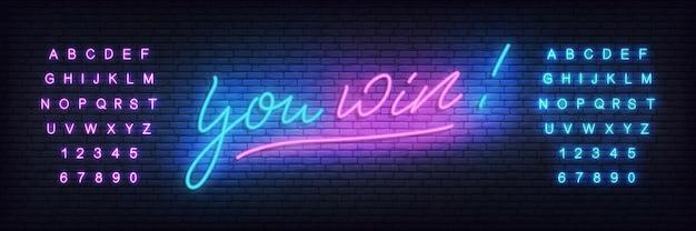 Wygrywasz szablon neon. baner z neonowymi literami wygrywasz dla kasyna, hazardu, gier online