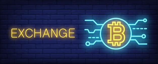 Wymieniaj bitcoiny w stylu neonowym. tekst, wybrać i bitcoin na tle ceglanego muru.