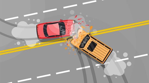 Wypadek drogowy między dwoma samochodami. zderzenie pojazdu. połamane skrzydła i zderzaki, rozbite szyby. widok z lotu ptaka.