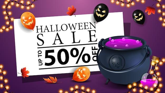Wyprzedaż na halloween, do 50% taniej, fioletowy sztandar rabatowy z kociołkiem czarownicy z miksturą