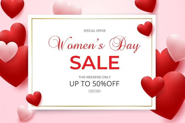 Wyprzedaż w dzień kobiet z czerwonymi i różowymi sercami