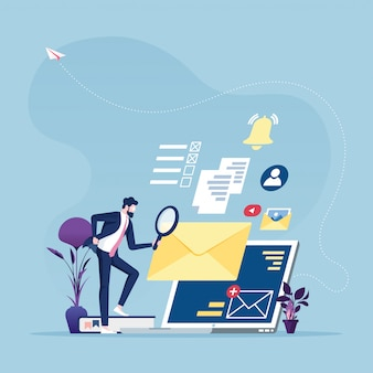 Wyszukiwanie informacji - biznesmen z lupą szuka informacji online