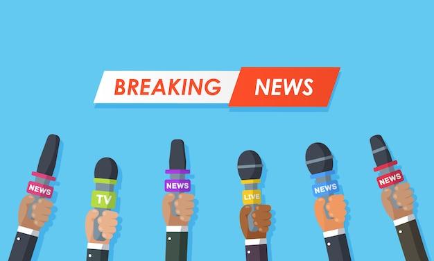 Wywiady są dziennikarzami kanałów informacyjnych i stacji radiowych. mikrofony w rękach reportera. pomysł na konferencję prasową, wywiady, najnowsze wiadomości. nagrywanie za pomocą aparatu. ilustracja.