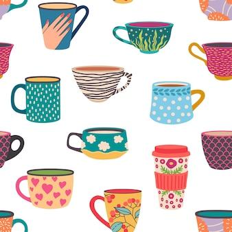 Wzór kubek kawy. modne ręcznie rysowane filiżanki herbaty z ozdobami i kwiatami. przytulna kawiarnia gorące napoje w kubki tapeta tekstura wektor. ilustracja kawa i herbata bez szwu wzór