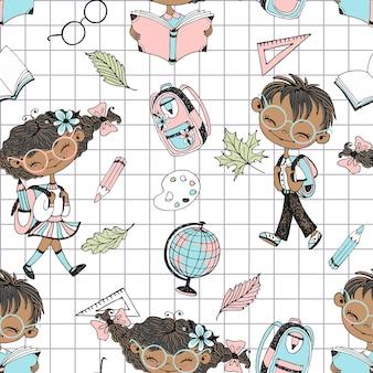 Wzór na temat szkoły z dziećmi w wieku szkolnym i akcesoriami szkolnymi. powrót do szkoły. tło w kratkę. wektor.