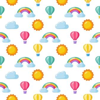 Wzór słońce, balon, tęcza i chmury. kawaii tapeta na białym tle. słodkie pastelowe kolory dla dzieci. śmieszne twarze kreskówek.