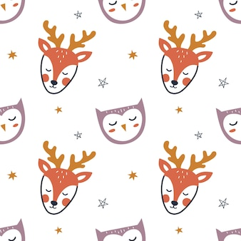 Wzór z ładny ręcznie rysowane jelenia, sowy i gwiazdy. tło dla dzieci do pakowania, tkaniny, tapety, odzieży. ilustracja wektorowa.