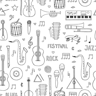Wzór z ręcznie rysowane doodle instrumentów muzycznych na białym tle.