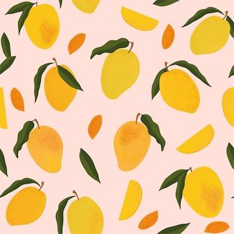 Wzór z świeże jasne egzotyczne całe i pokrojone mango na białym tle